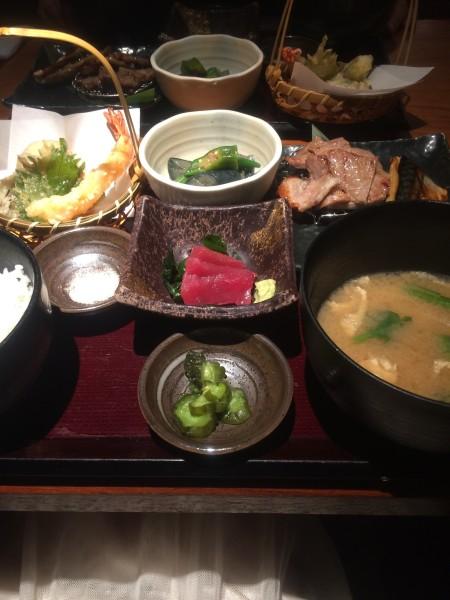 肉あり魚あり野菜あり、盛りだくさんな咲くら御膳。「咲くら 横浜店」